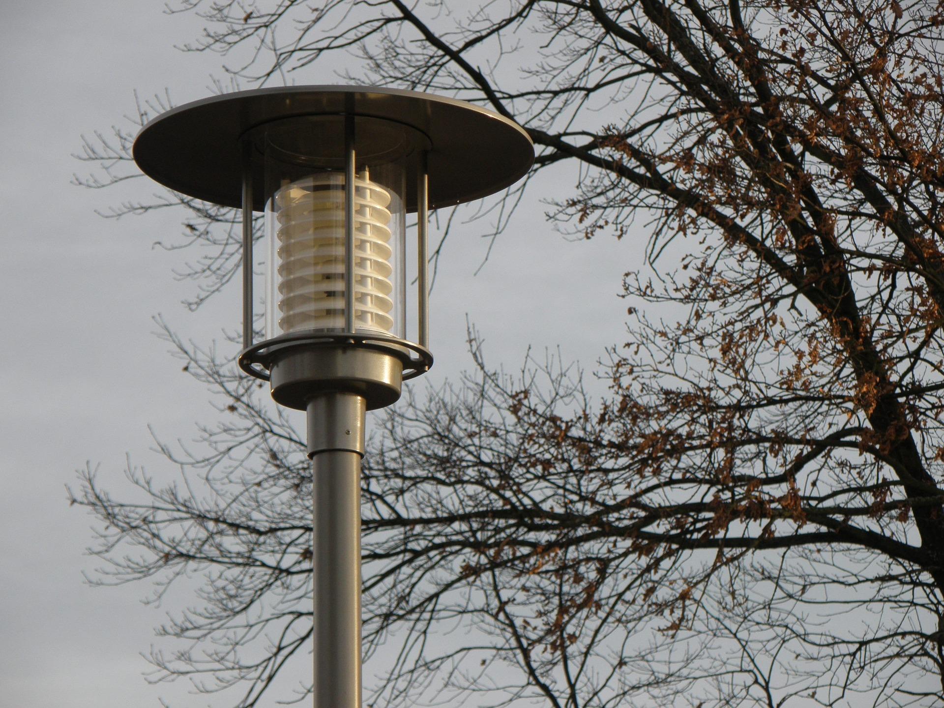 Moderne Straßenlaterne mit LED