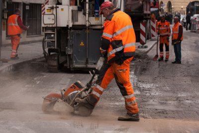 Bauarbeiter im Straßenbau