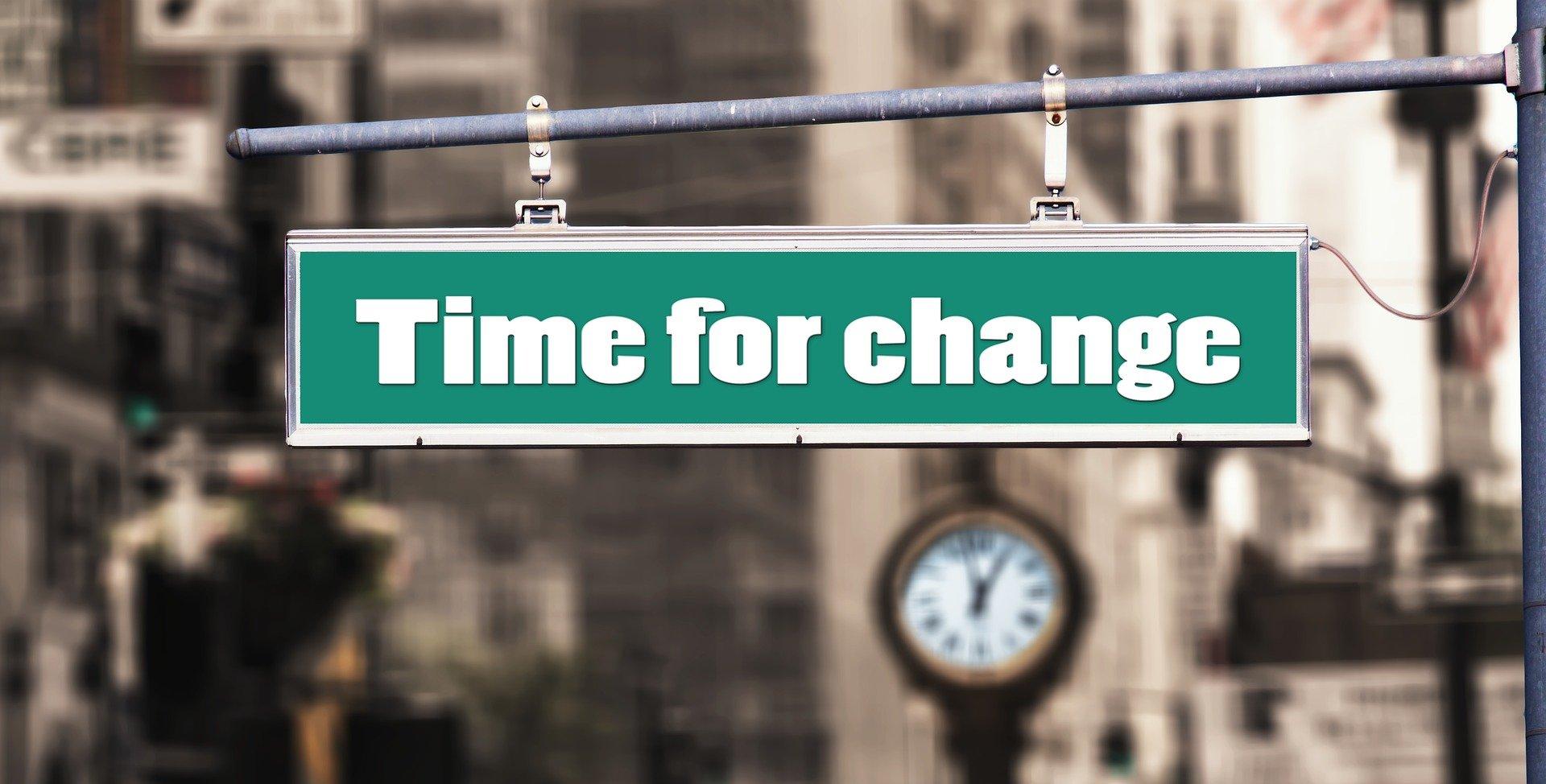 Straßenschild time for change